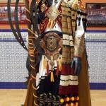 Magnífico traje de masero, con ricas telas, bordados y metal.