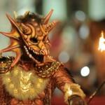 El dragón en un momento de la actuación.