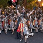Escuadra guerrera en la que destaca el casco